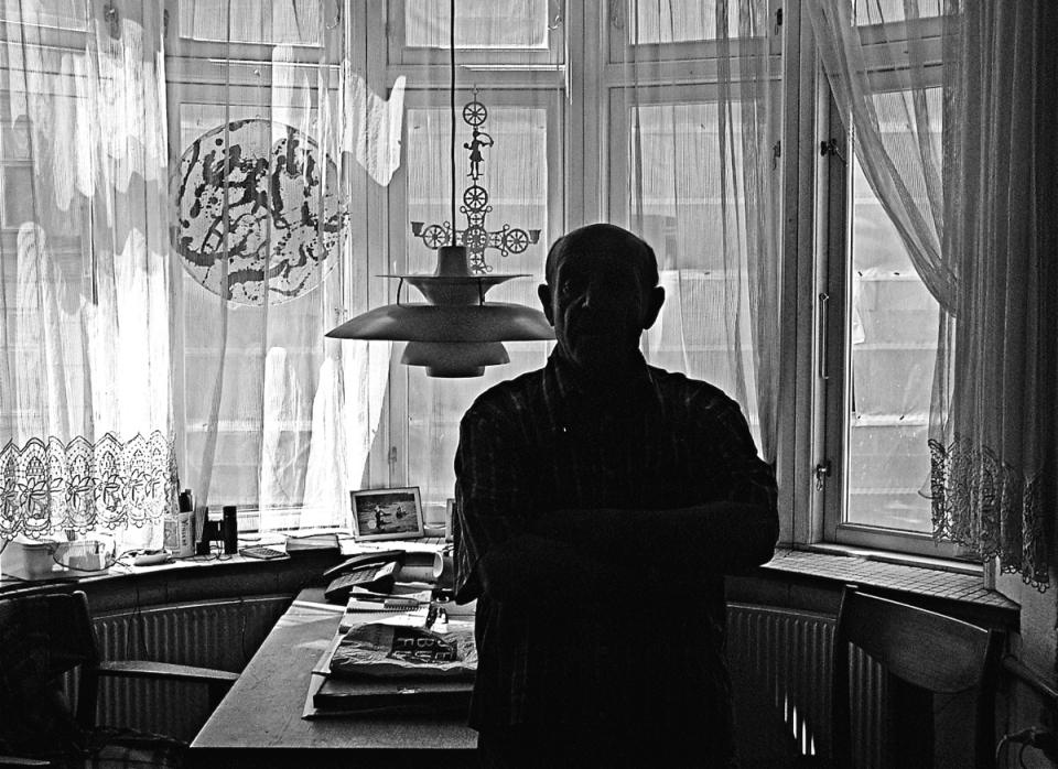 Viggo Rivad in his home 2008 © Jan Oberg